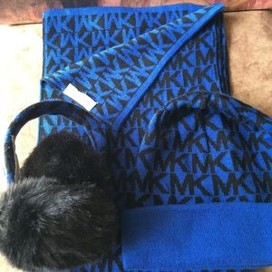 PRE-LOVED AUTHENTIC MICHAEL KORS SCARF SET